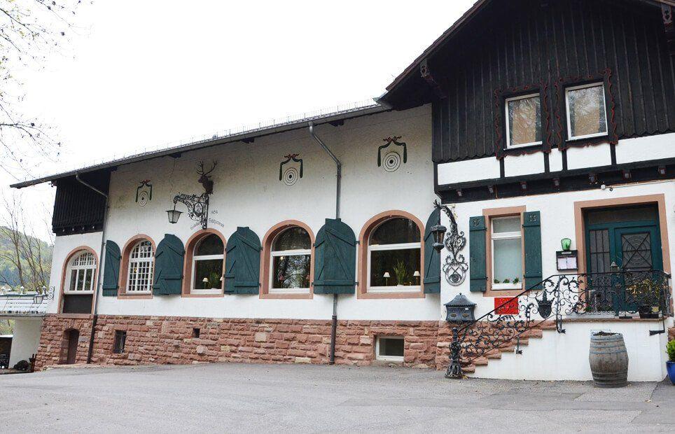 Außenansicht - Restaurant 'S' Kastanie | Schade & Schönig GbR